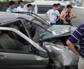 车险理赔次数与车险优惠次数的关系